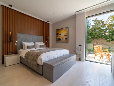 Studio land view + Chic Treats in Overview
