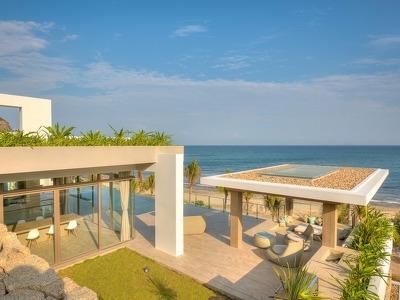 5 Bedroom Beachfront Villa