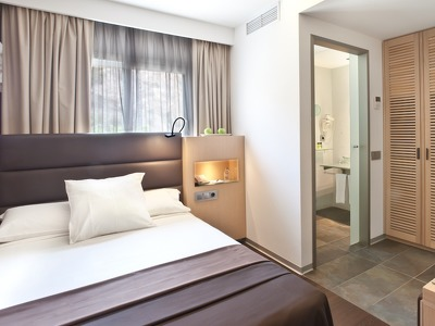 Deluxe Single Room + Chic Treats in Overview