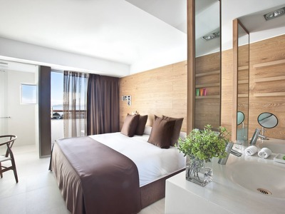Deluxe Room + Chic Treats in Overview