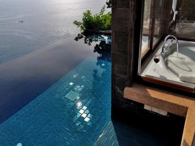 Ocean Pool Suite + Chic Treats in Overview