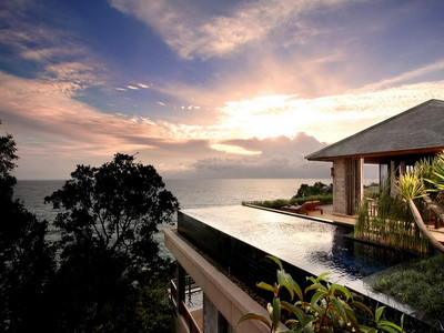 Grand Residence Pool Villa + Chic Treats in Overview