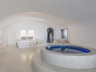 Deluxe Plunge Pool with indoor Jacuzzi
