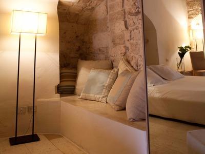 La Grotta + Chic Treats in Overview