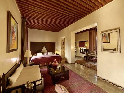 Ambassador Suites + Chic Treats in Overview