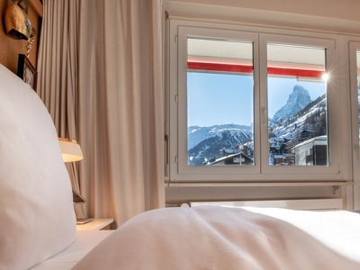 Double Room with a sideway Matterhorn View + Chic Treats in Overview