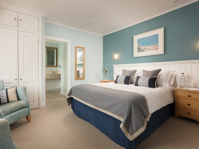 Bay View Suite + Chic Treats in Overview
