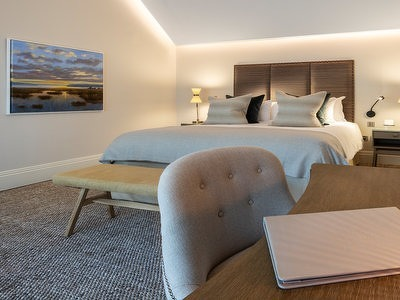 Lake Suite  + Chic Treats in Overview