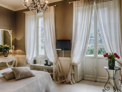 Romantic Lake View Room