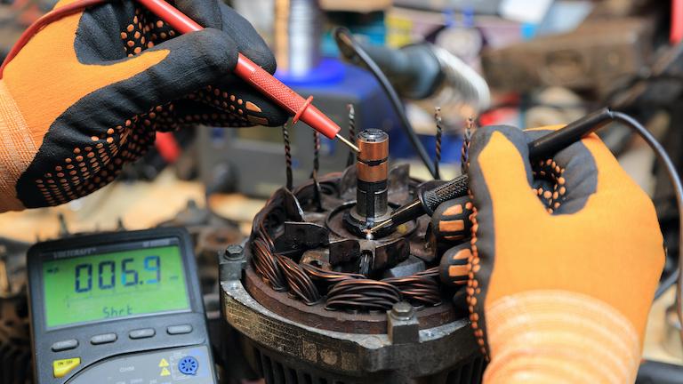 Costo de reparar el alternador de un carro v004