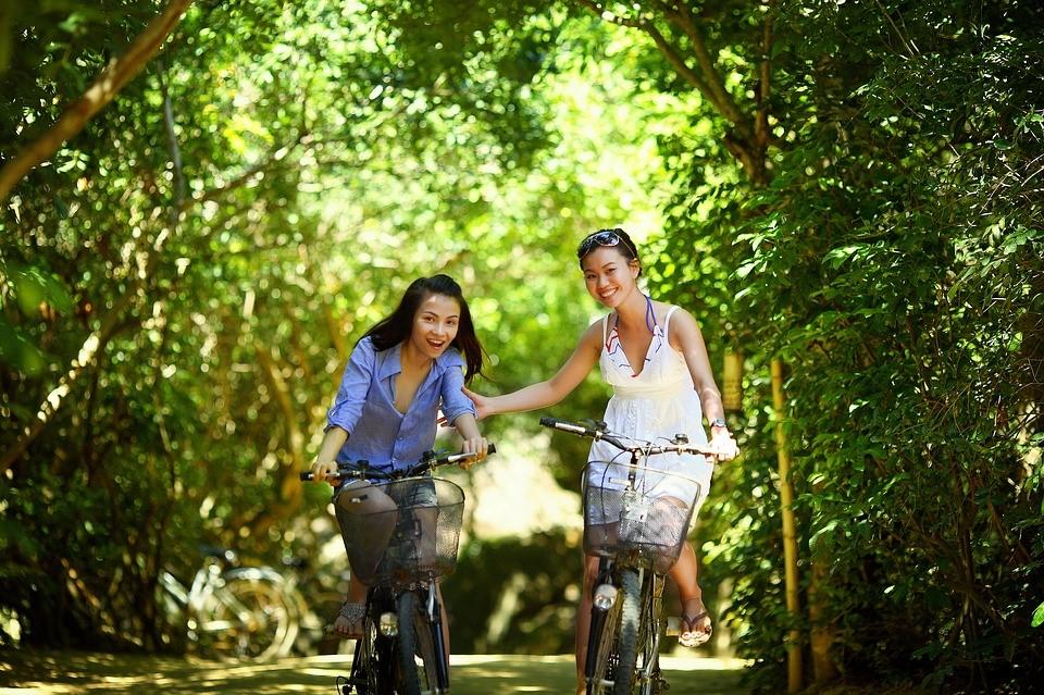 Mujeres en bicicleta relaciones positivas