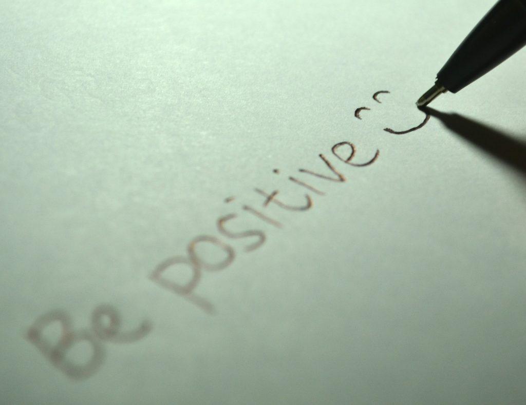 https://pixabay.com/es/positiva-ser-positivo-sonrisa-725842/