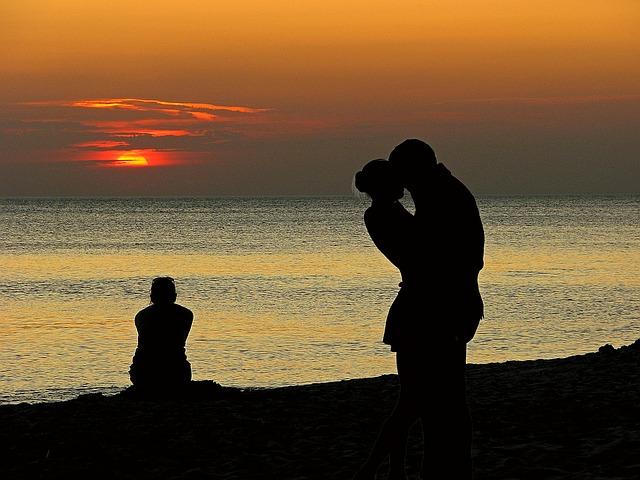 https://pixabay.com/es/amantes-par-el-amor-celos-1468523/