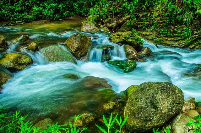 https://pixabay.com/es/flujo-de-agua-ralent%C3%AD-2142633/
