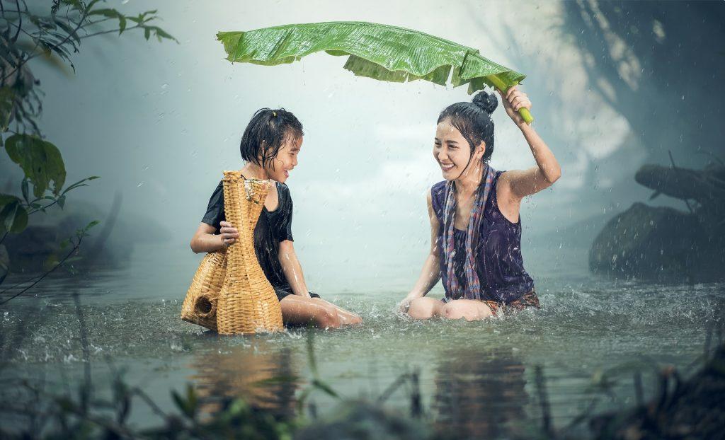 https://pixabay.com/es/mujer-j%C3%B3venes-lluvia-estanque-1807533/