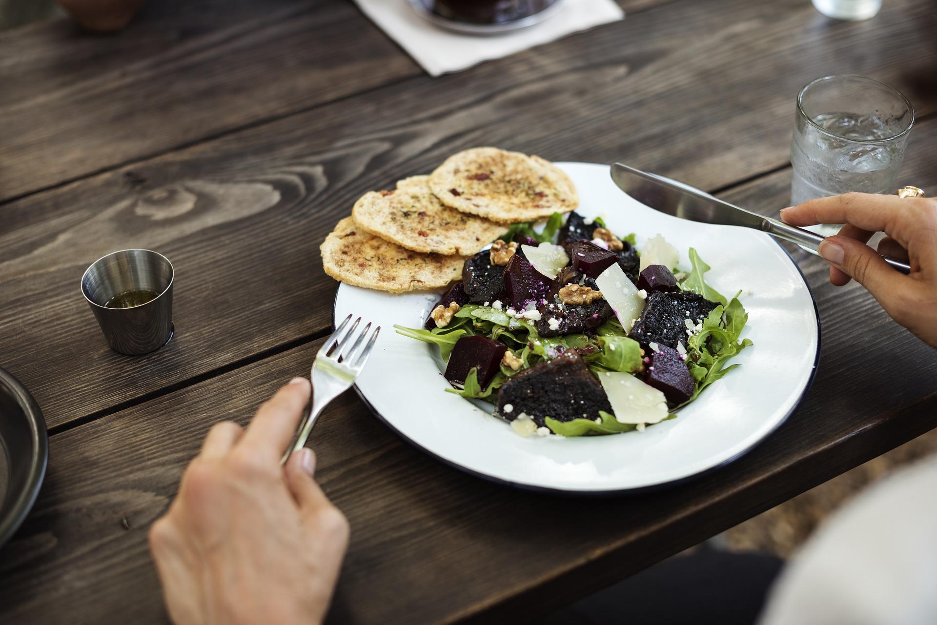 comer ensalada sin vinagre