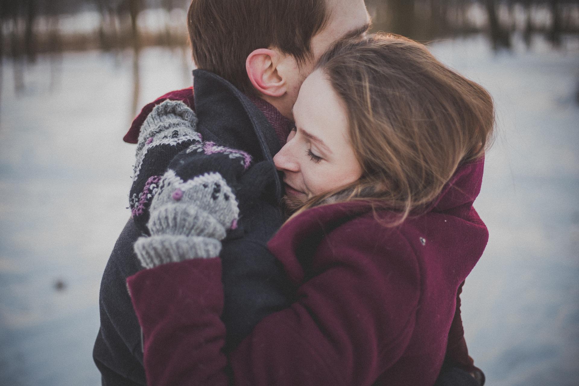 Abrazo para aliviar la angustia