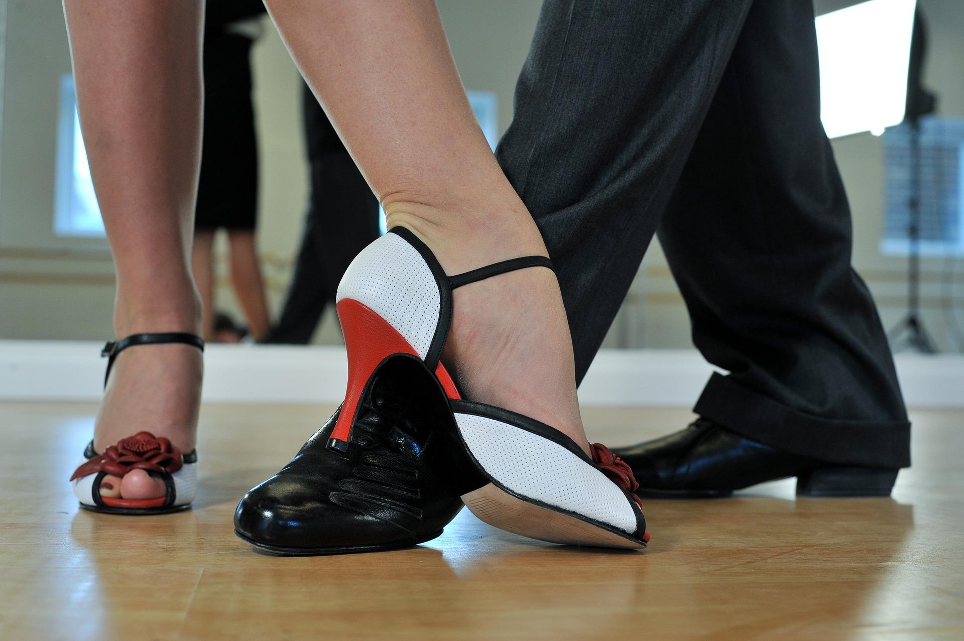 Bailar aporta numerosos beneficios a nuestra salud.