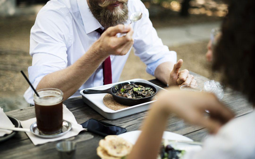 El «arte» de masticar despacio: impacto positivo en la digestión