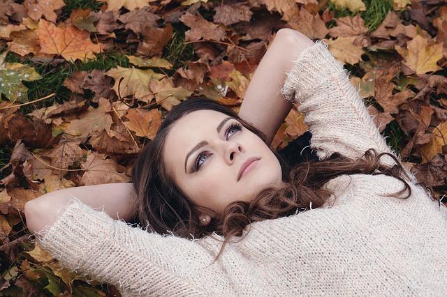 sentiiento mujer tumbada