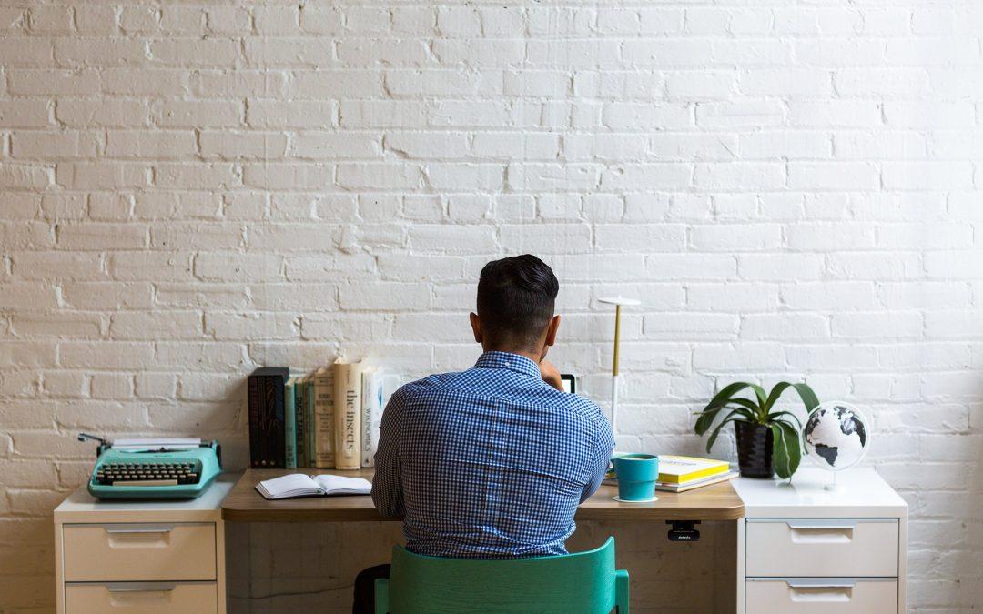 Cómo sentarte correctamente frente al ordenador