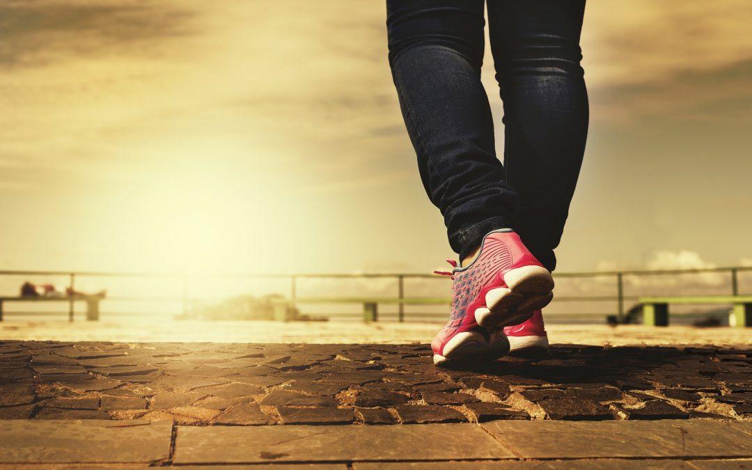 Caminar dos horas semanales reduce la mortalidad