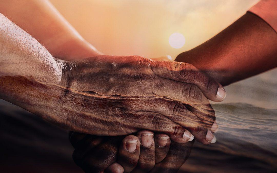 La felicidad de tender la mano a los demás