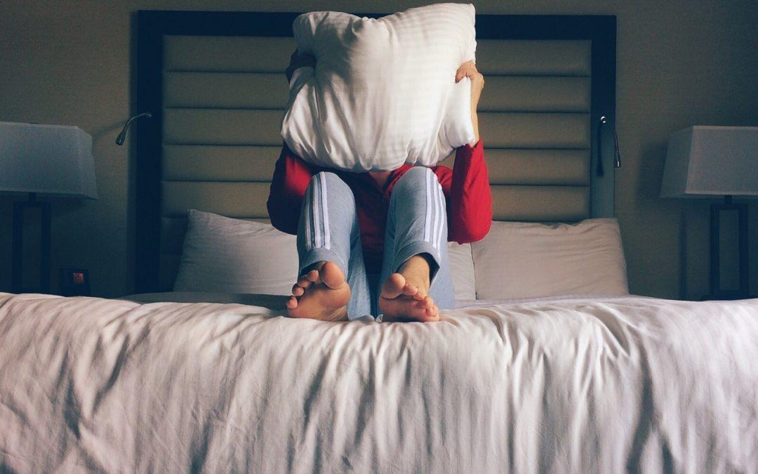 ¿Sueles desvelarte por las noches? Anota estos consejos