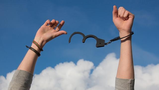 ¿Qué es ser adicto a las emociones y cuáles son sus riesgos?