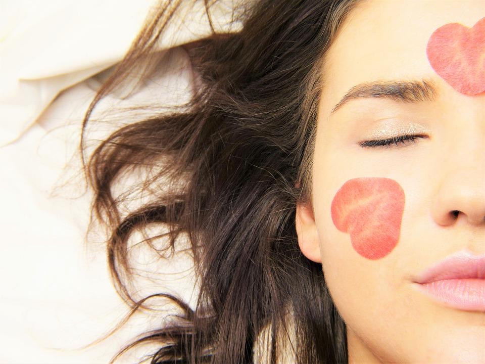 Descubre el yoga facial y sus beneficios