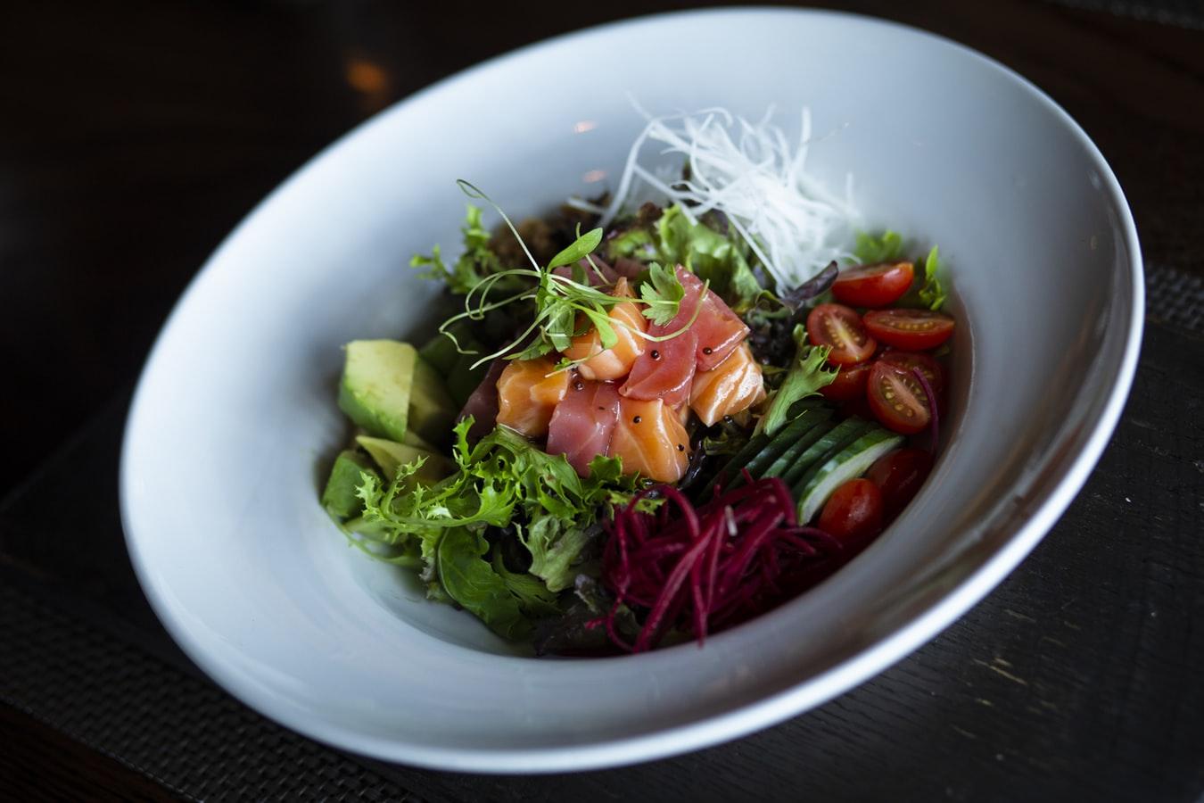 Poke bowl: la comida sana venida de Hawaii
