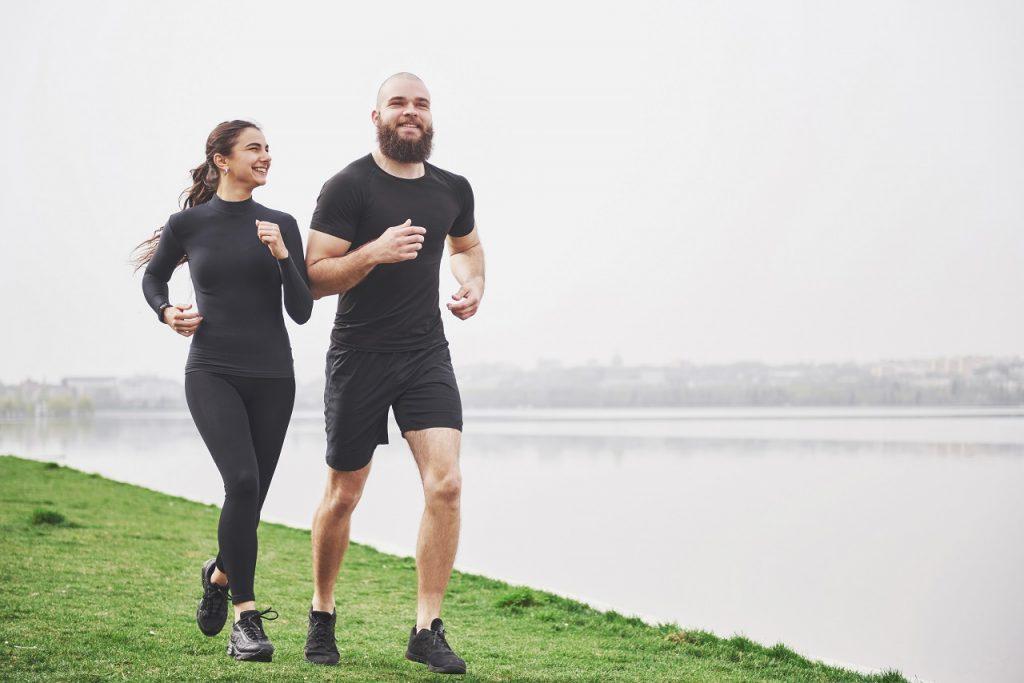 Es más saludable correr o caminar