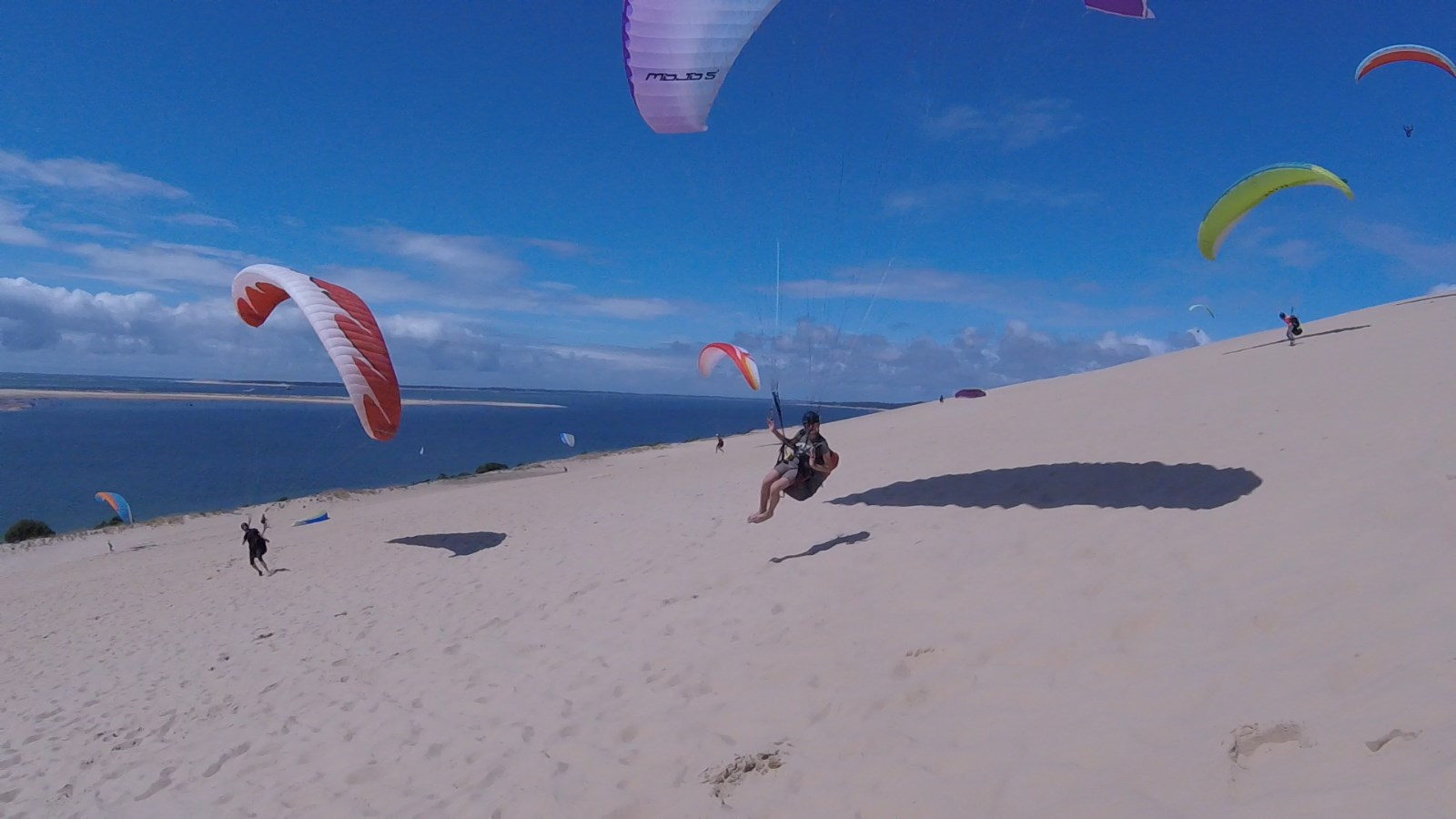 Play on the Dunes with your paraglider