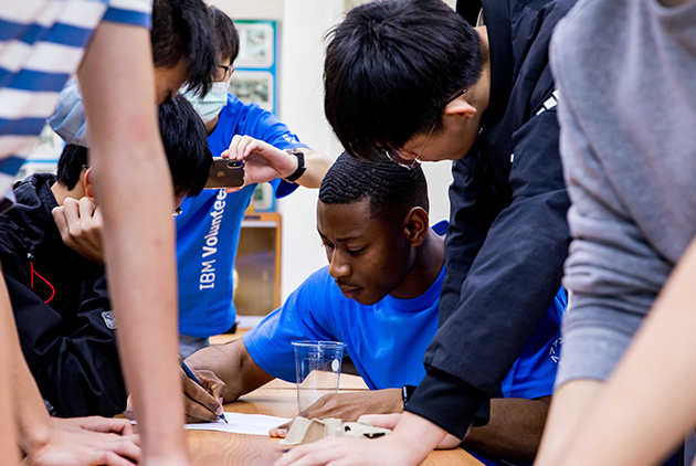 藍領、白領跟不上時代 IBM創新教育與五專打造「新領」人才