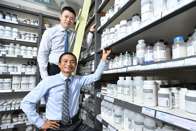 【專欄】劉世慶:化學也能變文創?三萬人追蹤的「LiFe生活化學」粉專,背後推手是他