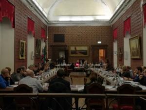 Bagarre in Consiglio comunale su un Odg (poi approvato emendato) sulla ripartizione dei richiedenti asilo