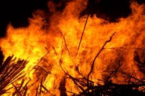 'Gli incendi si stanno avvicinando pericolosamente alle abitazioni e alle aziende'