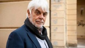 Lo scrittore Valerio Manfredi 'tira il pacco' a Scrittorincittà