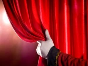 Lo spettacolo 'Cappuccetto rosso' una favola reinventata con molta fantasia ed umorismo