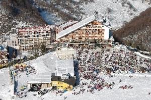 Ad Artesina 'Football freestyle on the snow'