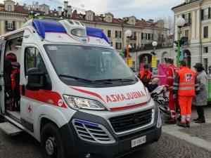 Ambulanza interviene tra le giostre in piazza Galimberti