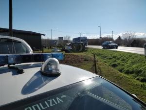 Si ribalta autoarticolato a Pollenzo: traffico dirottato sulla SS 231