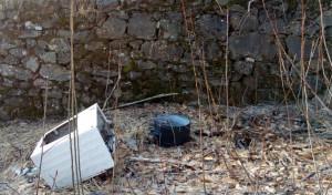 Rifiuti abbandonati nella boscaglia a Busca, il sindaco: 'Una vergogna'