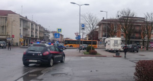 Valigia sospetta: scatta l'allarme bomba in via Vecellio