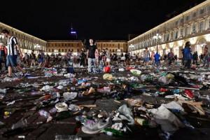Provocarono il caos in piazza San Carlo: otto giovani in manette