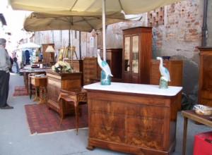 A Cherasco il mercatino del mobile antico, del vintage, della ceramica e del vetro d'arte