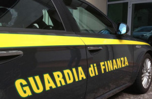 Perquisizione in un emporio a Carmagnola, sequestrati 900 mila prodotti