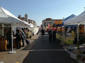 Cuneo: in piazza Galimberti è arrivato il Mercato Europeo (LE FOTO)