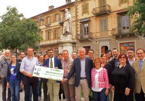 'eVISO GO': consegnati 1140 euro per il restauro della statua a Silvio Pellico