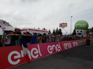 A Prato Nevoso tutto è pronto: entusiasmo alle stelle per il Giro (LE FOTO)